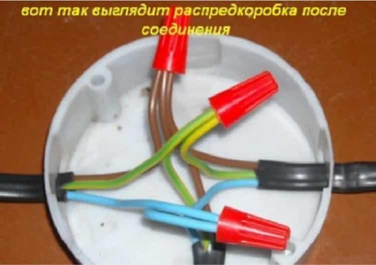 Соединение проводников в распаечной коробке