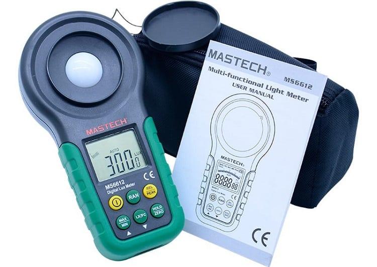 Прибор для измерения уровня светового потока