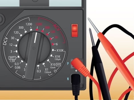 Выбор режима измерения напряжения в мультиметре