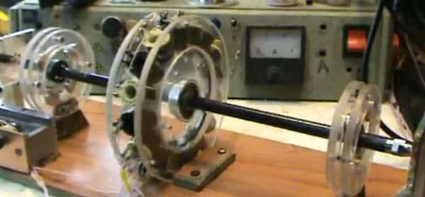 Магнитный двигатель на подвеске