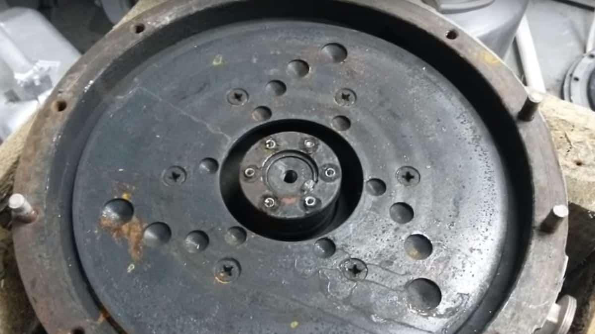Просверлите отверстия в диске