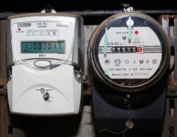 Электронный и механический счетчики