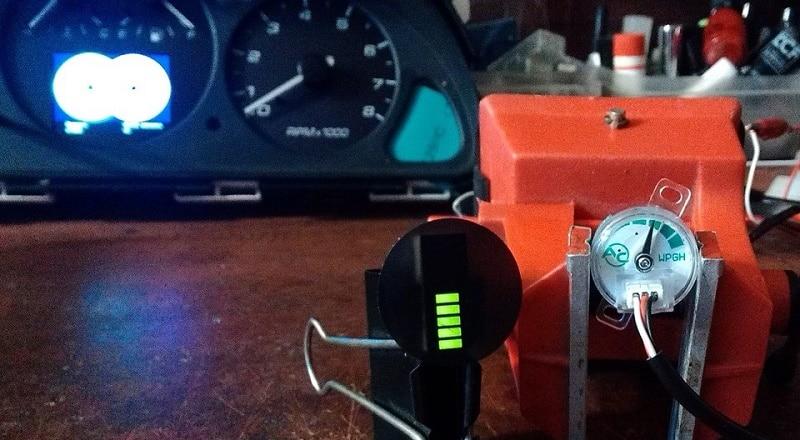 Столбчатый и стрелочный индикаторы уровня газа