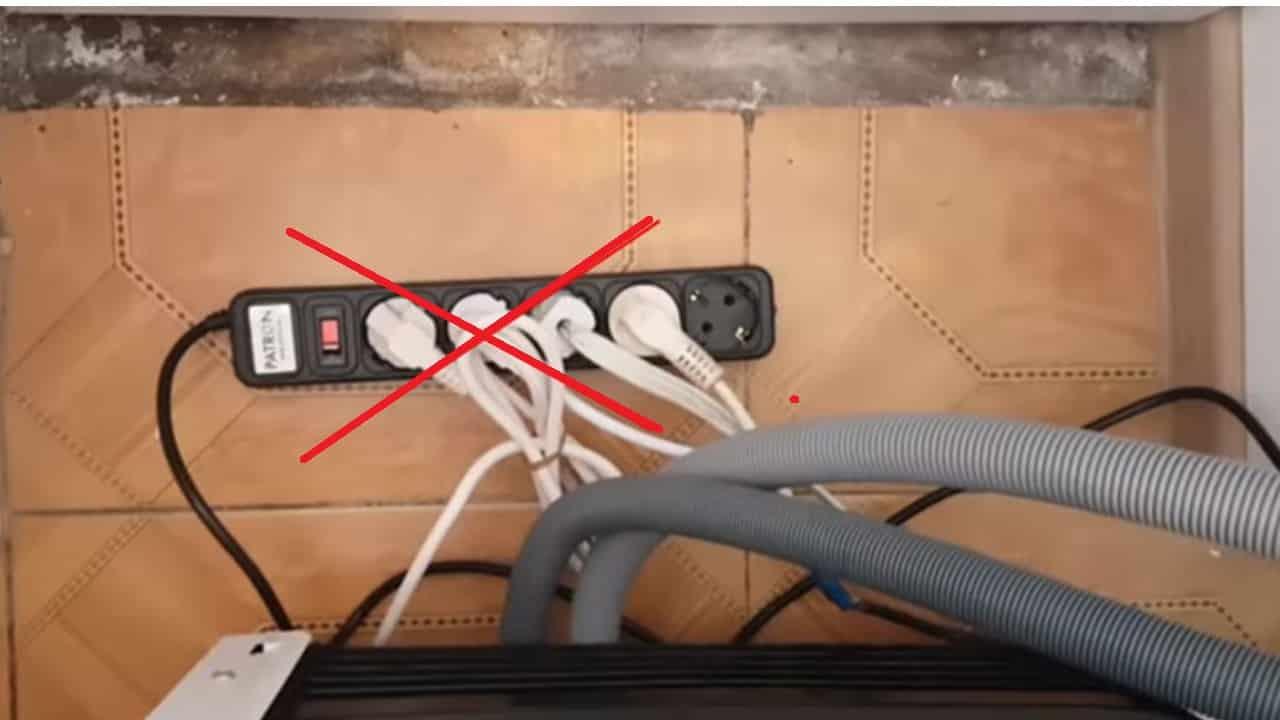 Холодильник не рекомендуется подключать через удлинитель