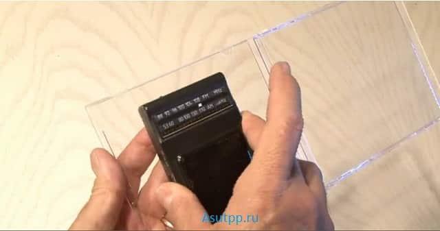 ШАГ 3.3. Прикрепляем радио к внутренней стороне сидибокса