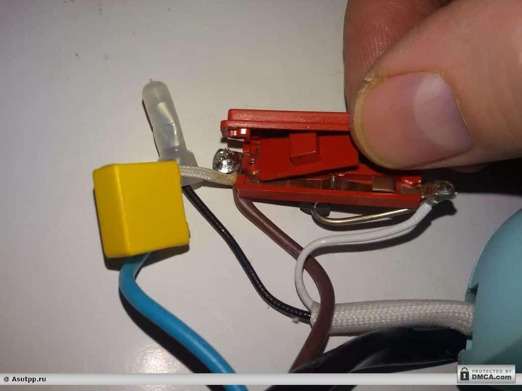 Снимаем крышку переключателя