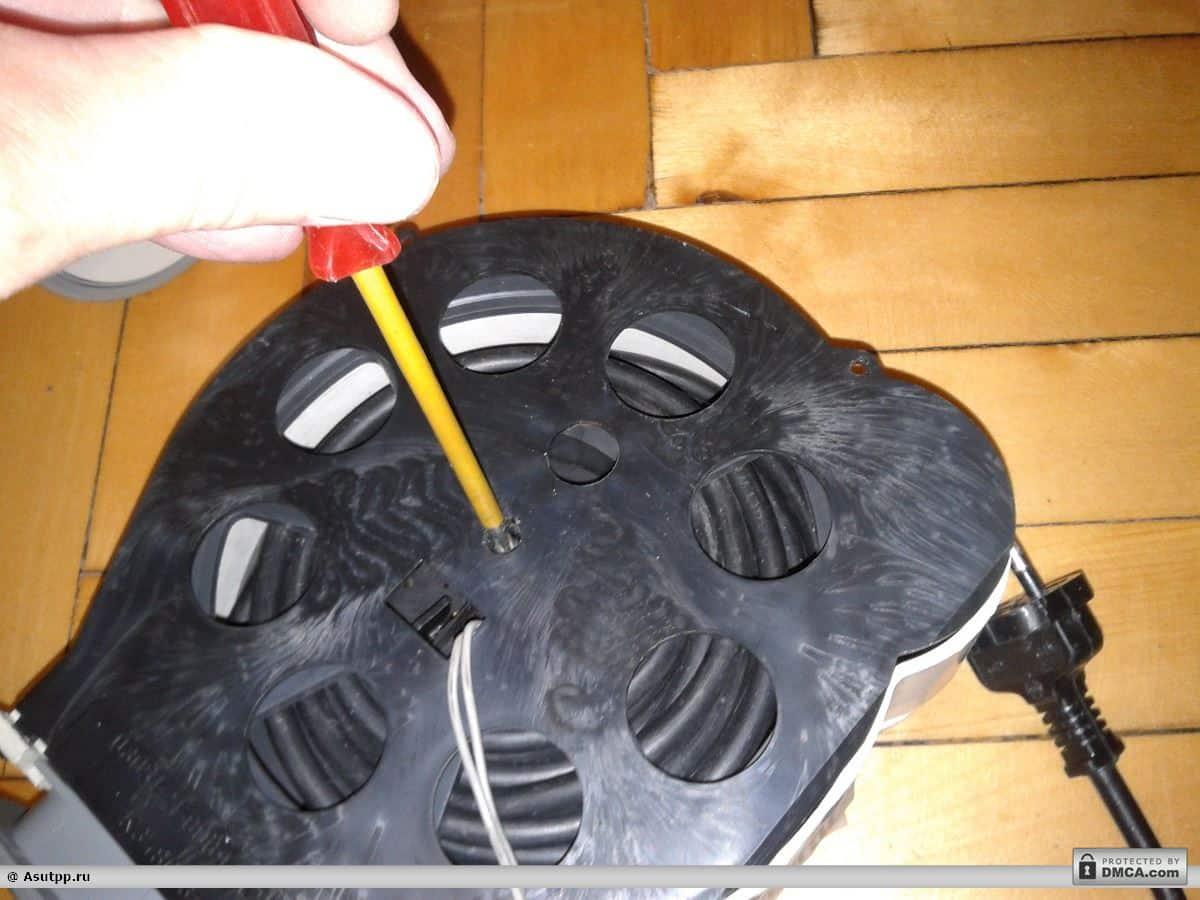 Устанавливаем крышку барабана обратно
