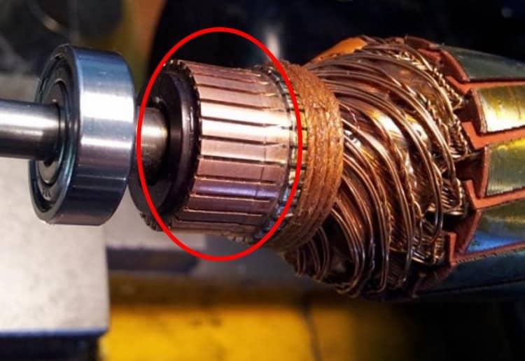 Коллектор на роторе электродвигателя (отмечен красным)