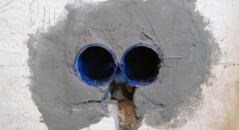 Установите коробки на цементный раствор