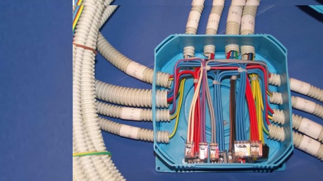 Промаркируйте провода для соединения в коробке