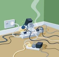 Подключение к розетке большого количества приборов может стать причиной пожара