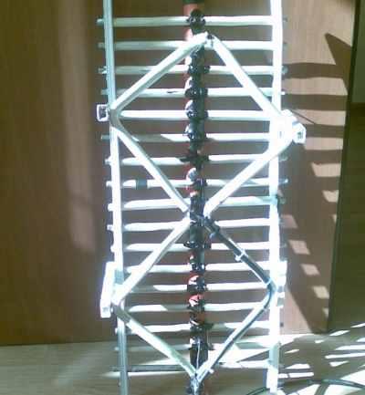 Широкополосная мощная наружная конструкция зикзагообразного типа для приема метрового вещания