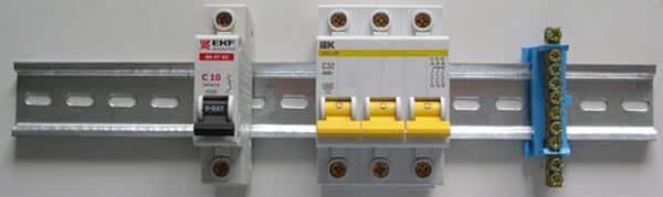 На Din-рейку могут быть установлены разнотипные устройства