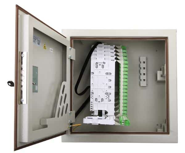 Настенный пыле- влагозащищенный кросс (КПВ) для оптоволокна с несколькими APC-320SC/APC ССД ВОКС-Б модулями