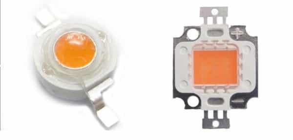 Светодиод и светодиодная матрица, изготовленные по технологии «УСКИ» (пропорции не соблюдены)