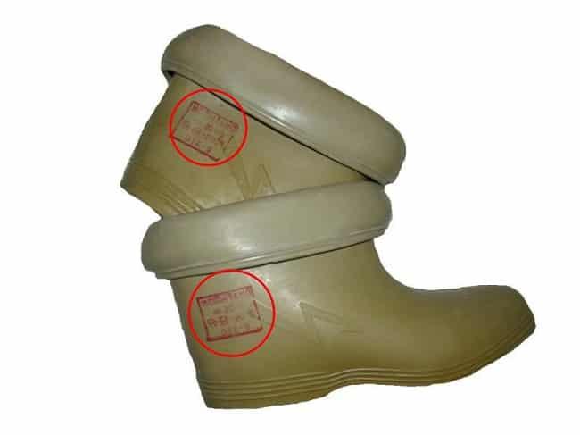 Штамп о прохождении проверки диэлектричекской обуви (отмечен красным кругом)