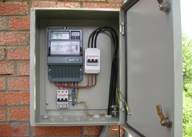 Уличный электрический щиток под счетчик и автоматы