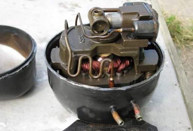 Внешний вид поршневого компрессора со снятым верхним кожухом