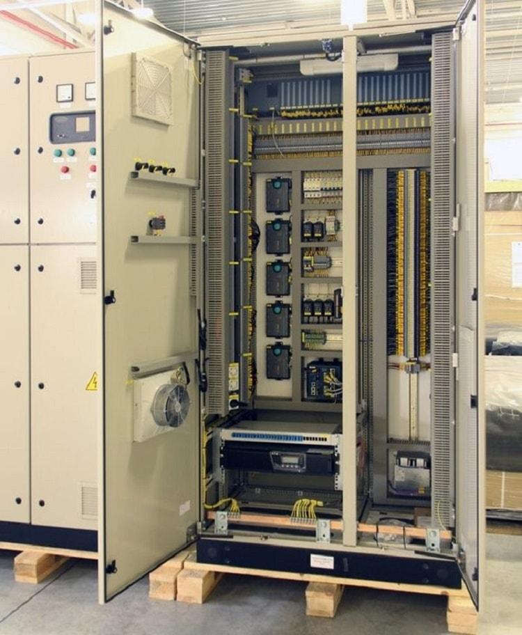 Один из элементов аппаратно-программного комплекса - шкаф АСКУЭ