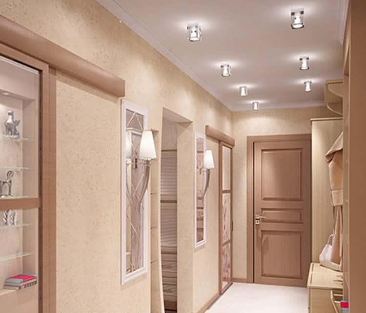 Классическая схема освещения коридора, подходит практически к любому интерьеру