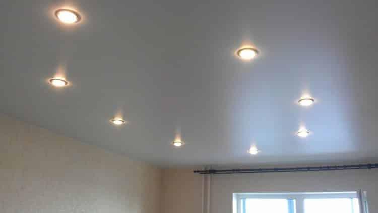 Светильники могут располагаться в виде геометрических фигур