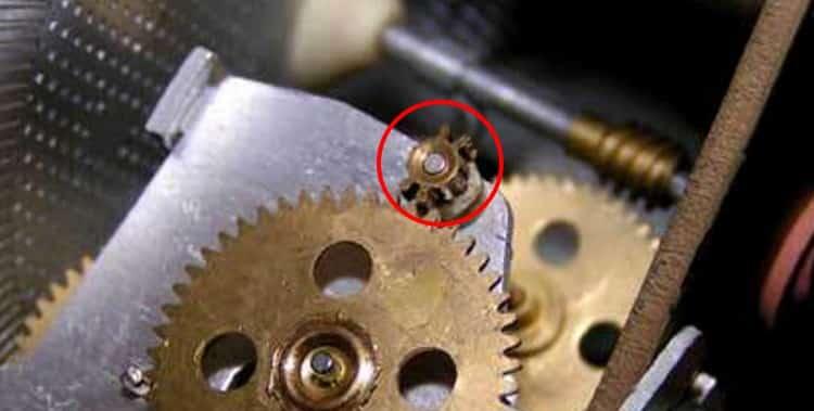 Пример вмешательства в конструкцию механического электросчетчика