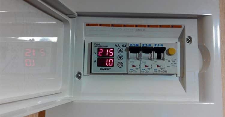 Реле напряжение в электрощитке