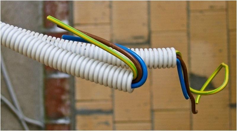 Герметизация проводки в пластиковой гофре