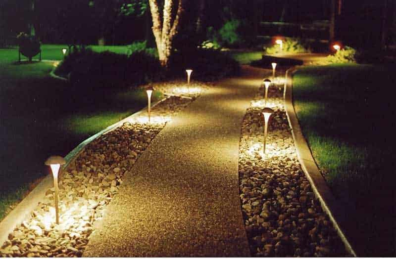 Фото идея освещения тротуара