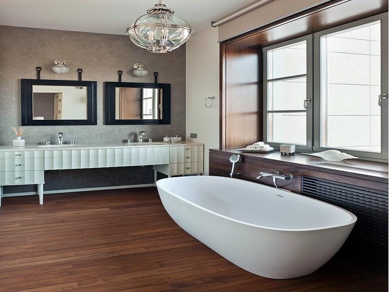 Люстра в ванной комнате