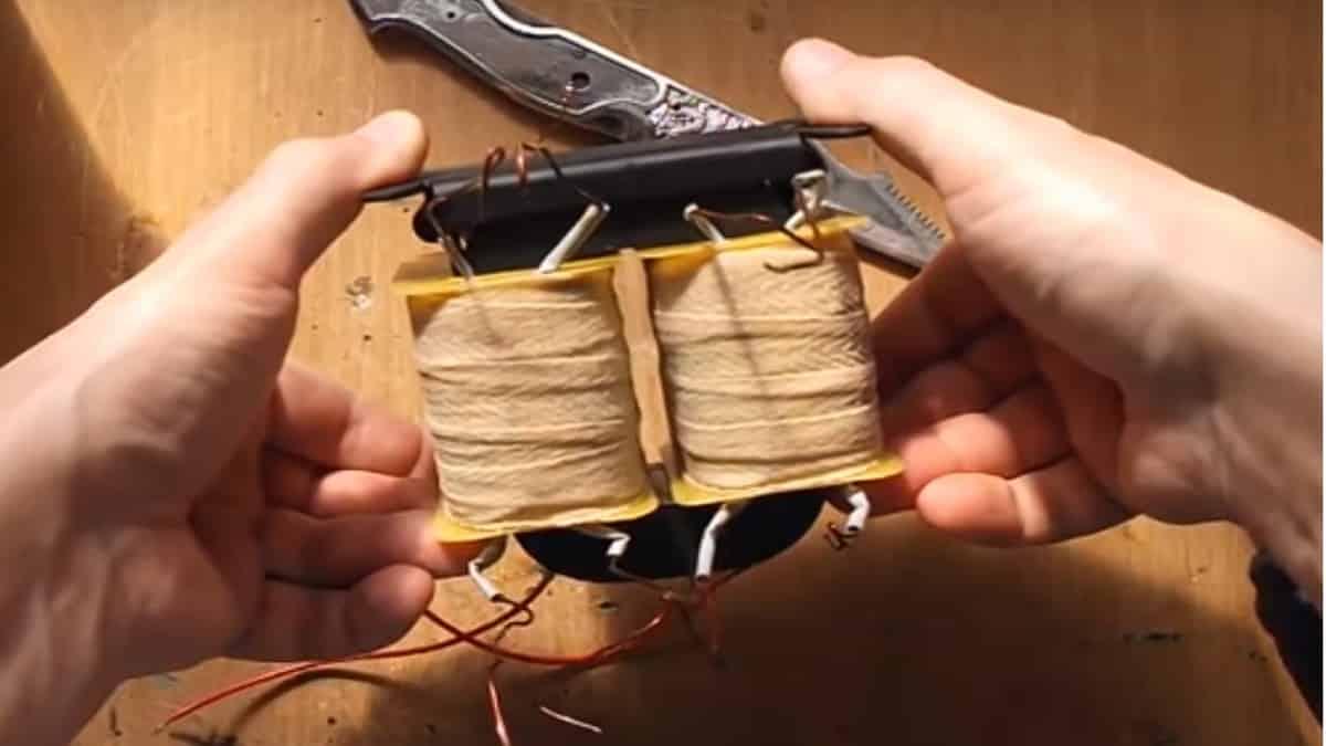 Поместите катушки на сердечник