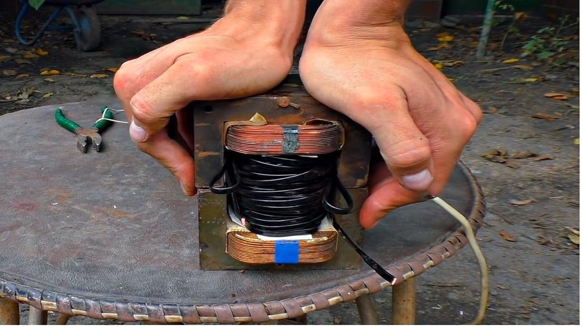 Поместите катушку в магнитопровод