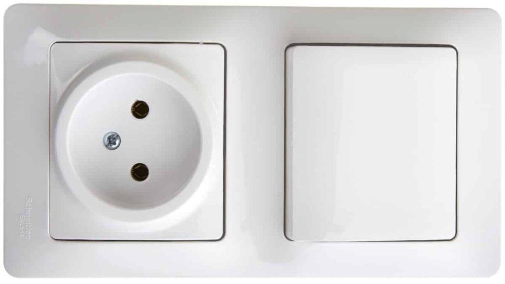 Блок розетка и 1-клавишный выключатель