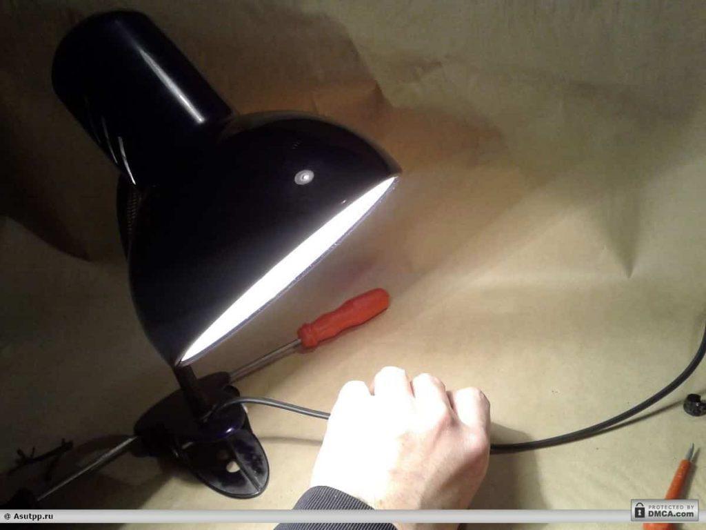 Отремонтированная настольная лампа