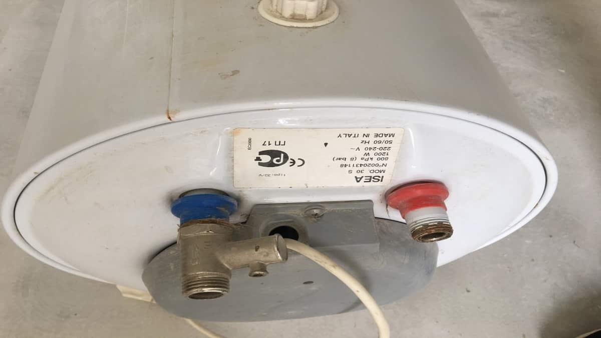 заземление водонагревателя фото имеет несвойственный цвет