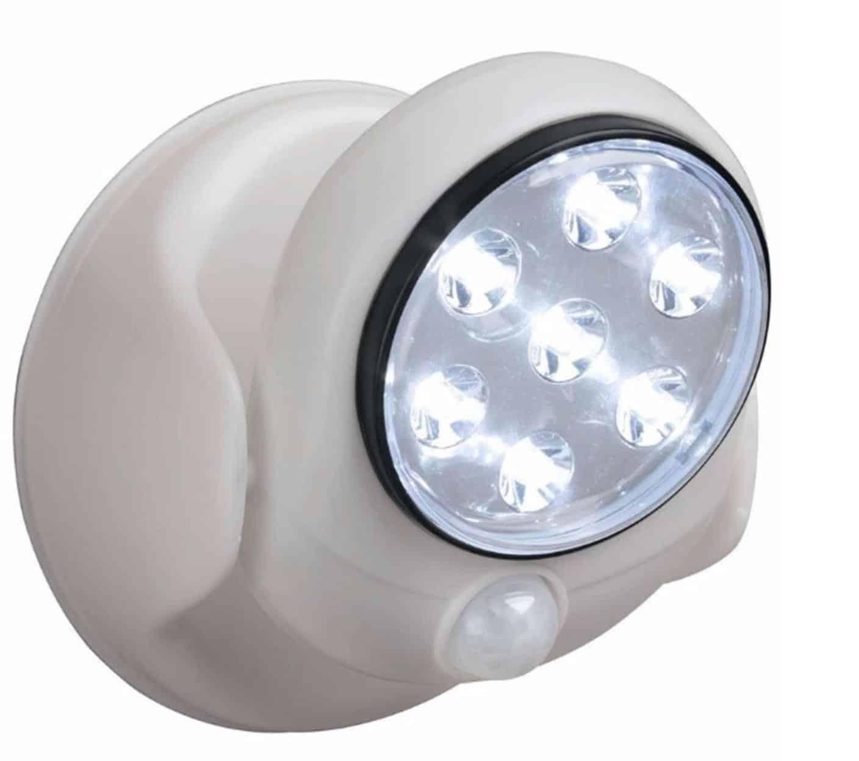 Освещение беспроводными светильниками с датчиками движения