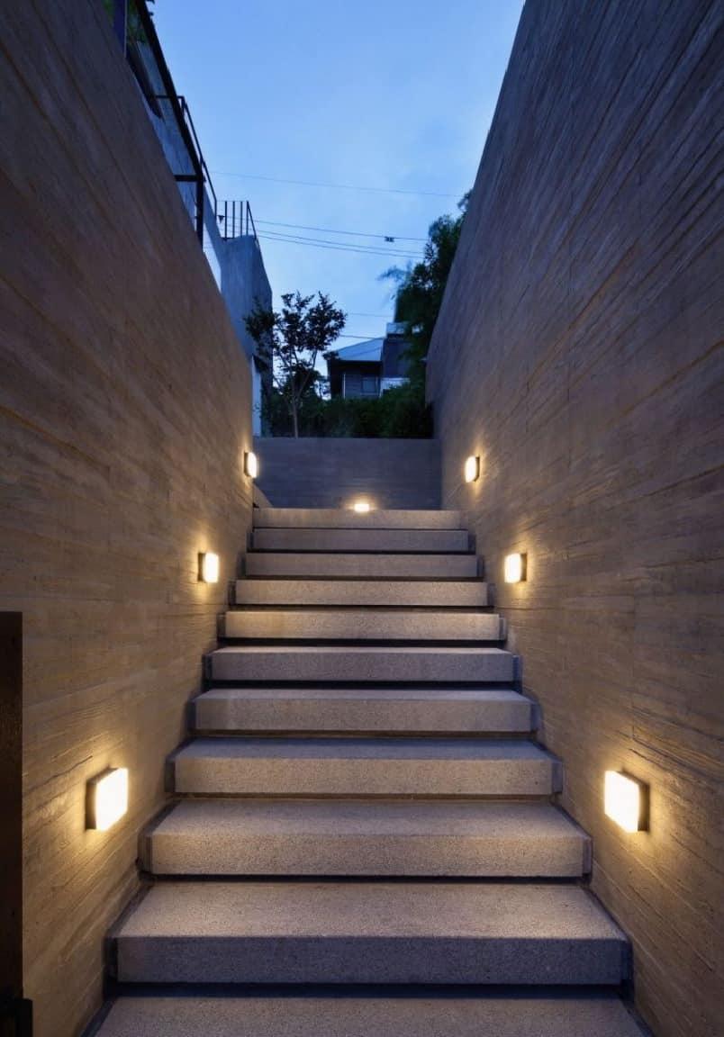 Освещение каменной лестницы