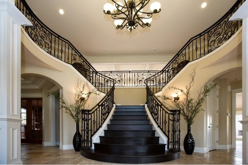 Потолочные люстры для освещения лестниц