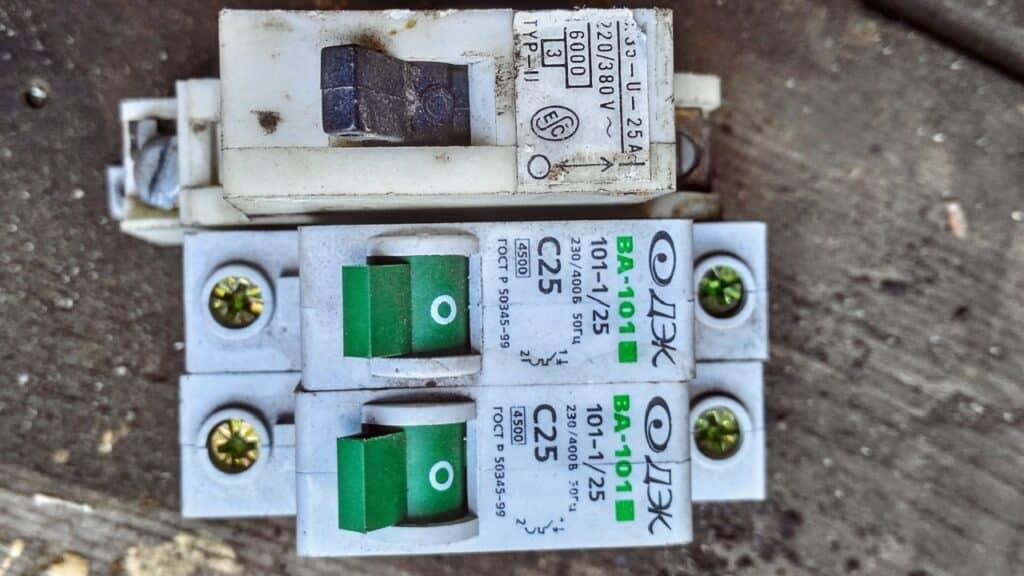 Старые автоматические выключатели